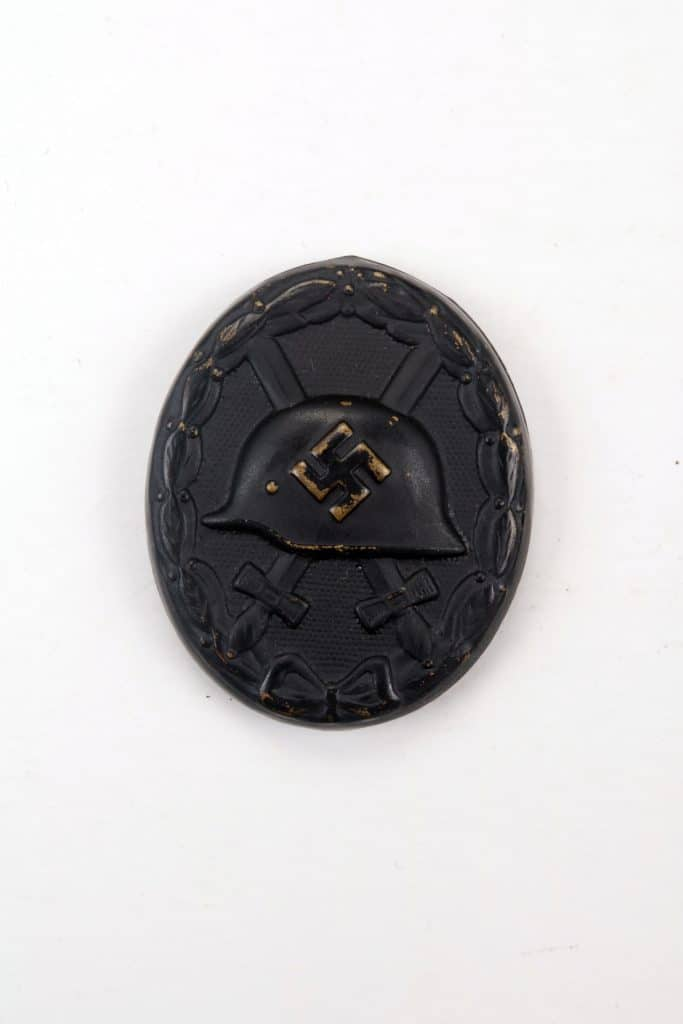 WW2 GERMAN BLACK WOUND BADGE / TINNIE GALLANTRY AWARD