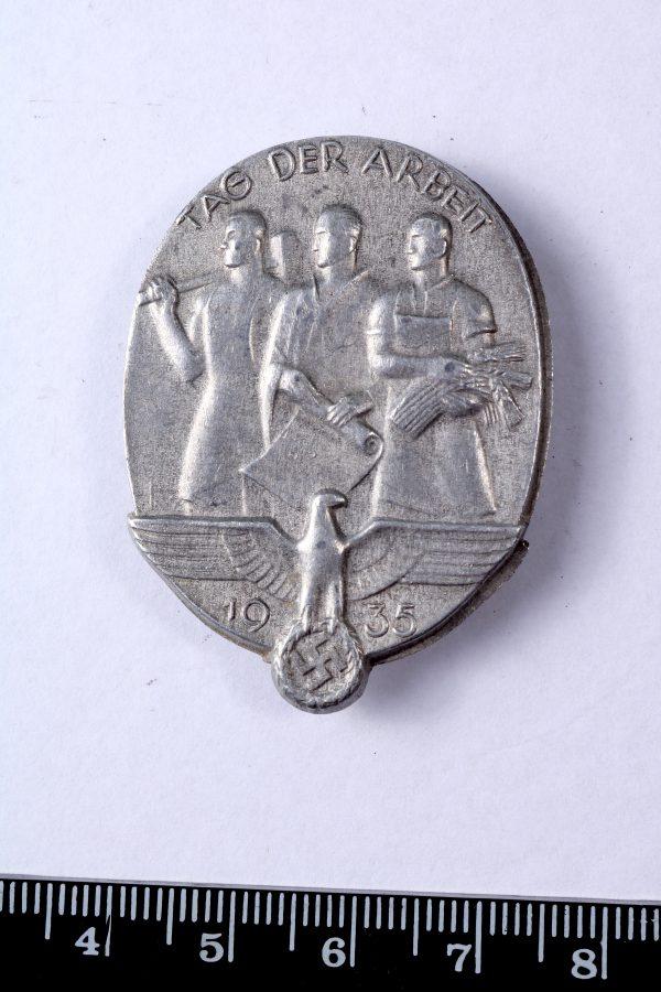 Third Reich labour day 1935 badge tinnie