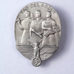 1935 Third Reich labour day tinnie badge