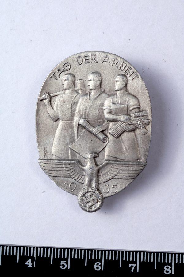 1935 Third Reich labour day tinnie badge
